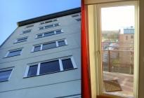 Strandnära: BRF Strandnära, byggt av NCC och slutfört 2009, valde våra underhållsfria PVC-fönster inkl installation. Fönstren är optimalt lämpade i detta havsnära och vädermässigt utsatta läge. Total omfattning ca 1100 enheter.