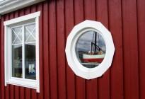 Leverans av fönster till sjöbodar i Sunnanå. Beställare var Skanska och projektet delades upp i flera etapper, totalt 127 sjöbodar.