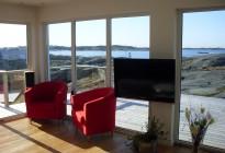 Nya PVC-fönster och skjutpartier installerade på nybyggd villa på Hönö, Göteborgs skärgård med storslagen havsutsikt.